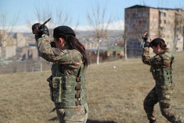 Ermənistan Ordumuzun önünə 100 qadın göndərir